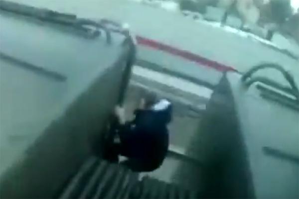 ВМосковской области подросток-зацепер упал скрыши поезда и умер